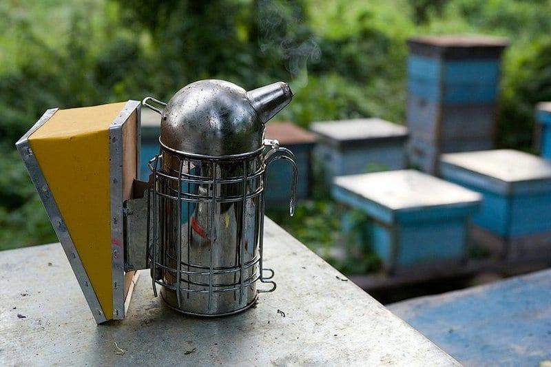 Дымарь для успокоения пчел