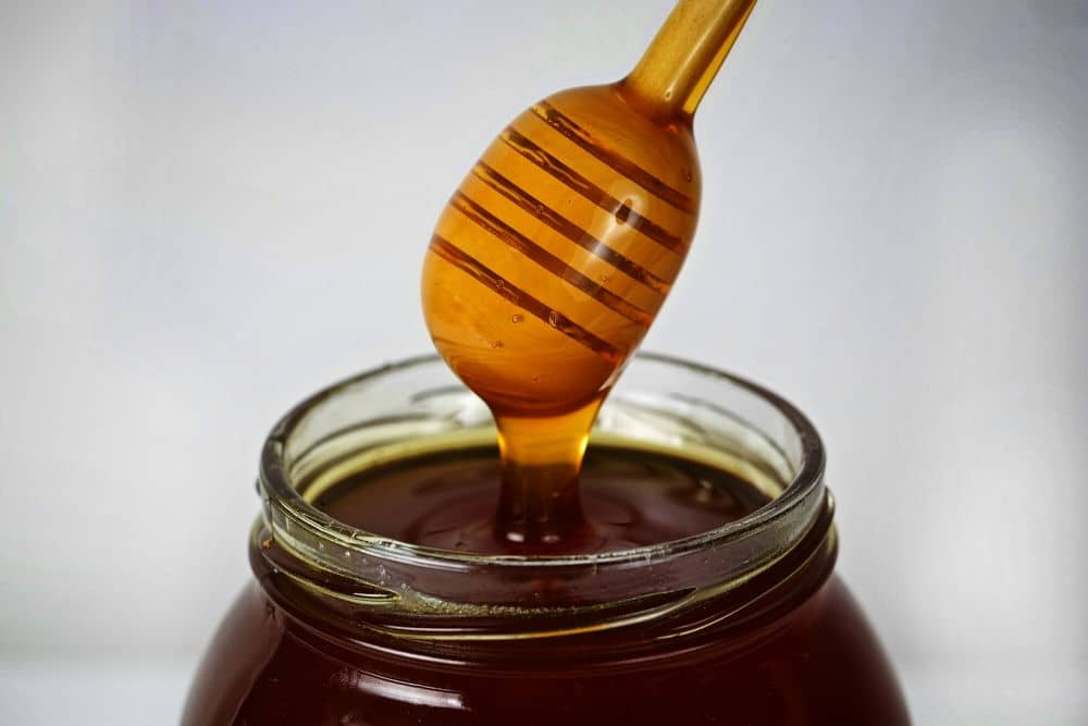 Чем темнее таежный мед, тем он полезнее!
