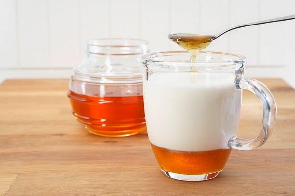 Мед с молоком от простуды